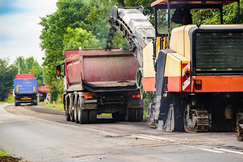 4 Advantages of Investing in a Small Asphalt Milling Machine